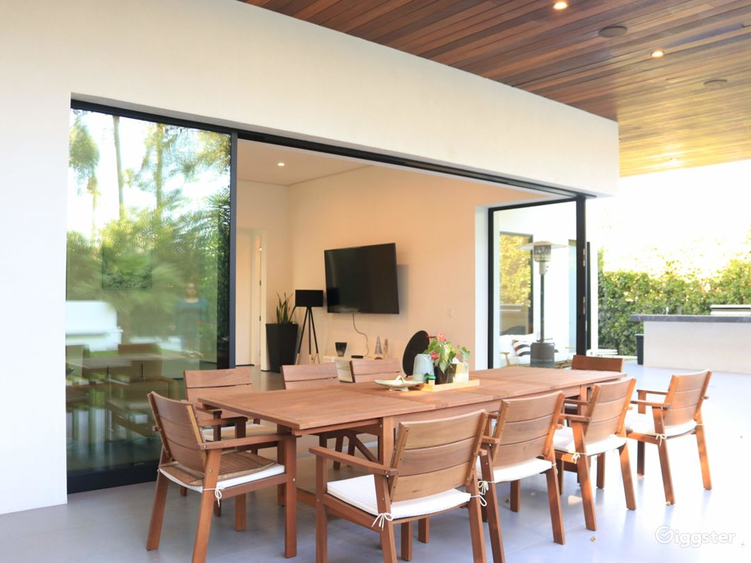 Extraordinary Modern House for Any Events Photo 4