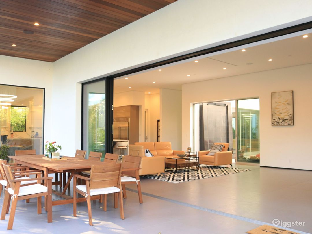 Extraordinary Modern House for Any Events Photo 3