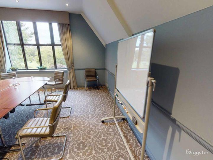 Elegant Newton Room in Oxford Photo 3