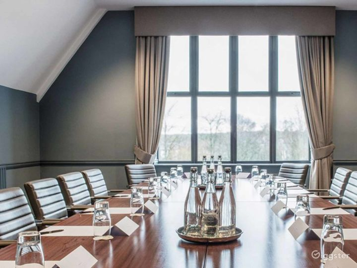 Elegant Newton Room in Oxford