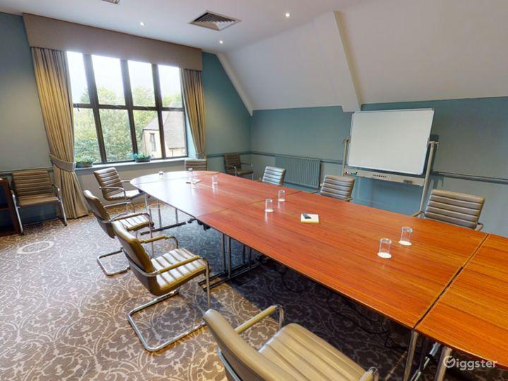 Elegant Newton Room in Oxford Photo 5