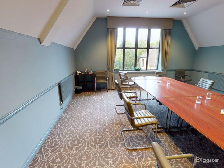 Elegant Newton Room in Oxford Photo 4