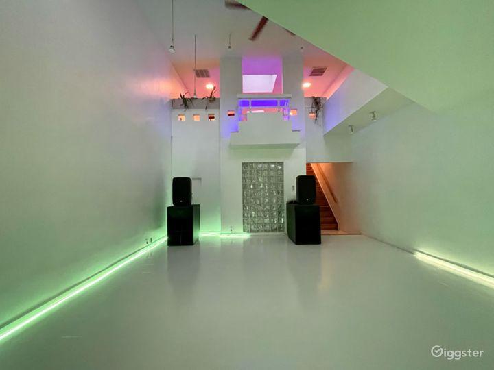 Unique Art-Deco Gallery Space w private roof deck