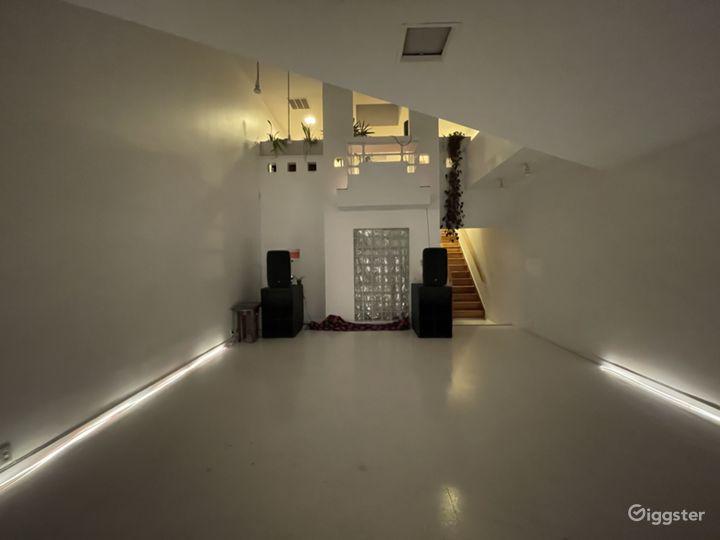 Unique Art-Deco Gallery Space w private roof deck Photo 2