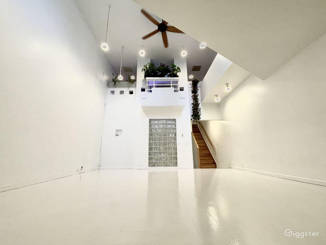 Unique Art-Deco Gallery Space w private roof deck Photo 1