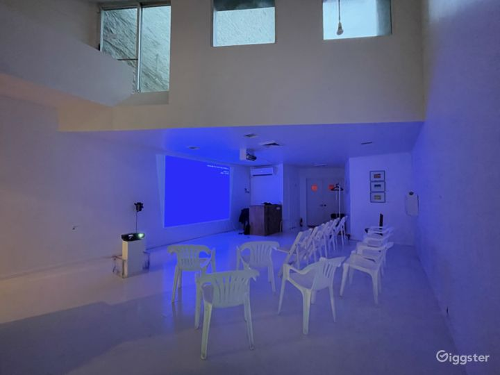 Unique Art-Deco Gallery Space w private roof deck Photo 4