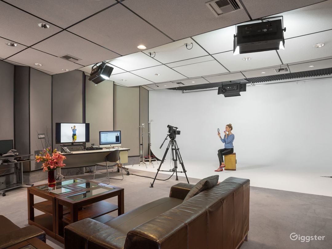 High-End 3 Wall Cyclorama Stage, Studio, Office Photo 1