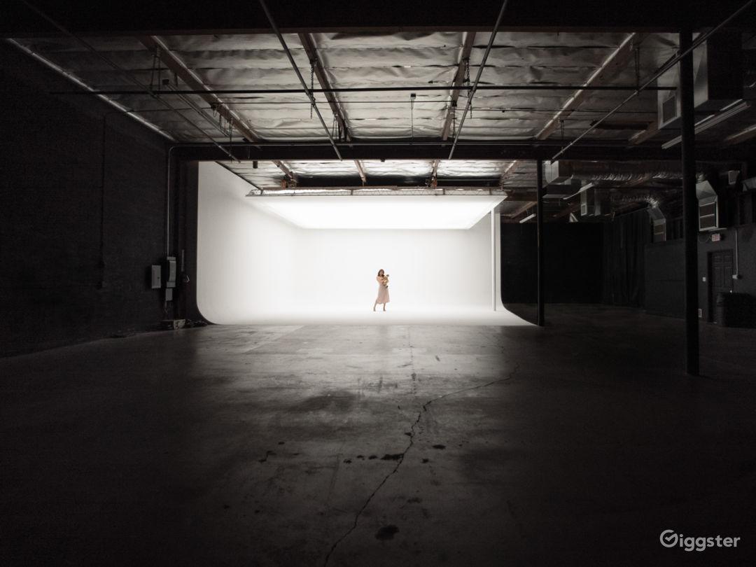 N. Hollywood Studio Amazing TopBox Light Cyc Photo 1