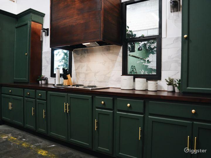 Beautiful Modern Kitchen Set Photo 3