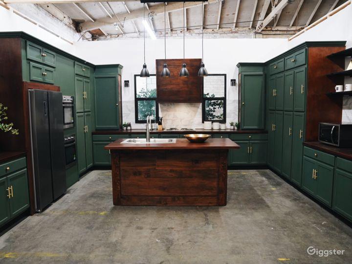 Beautiful Modern Kitchen Set Photo 5