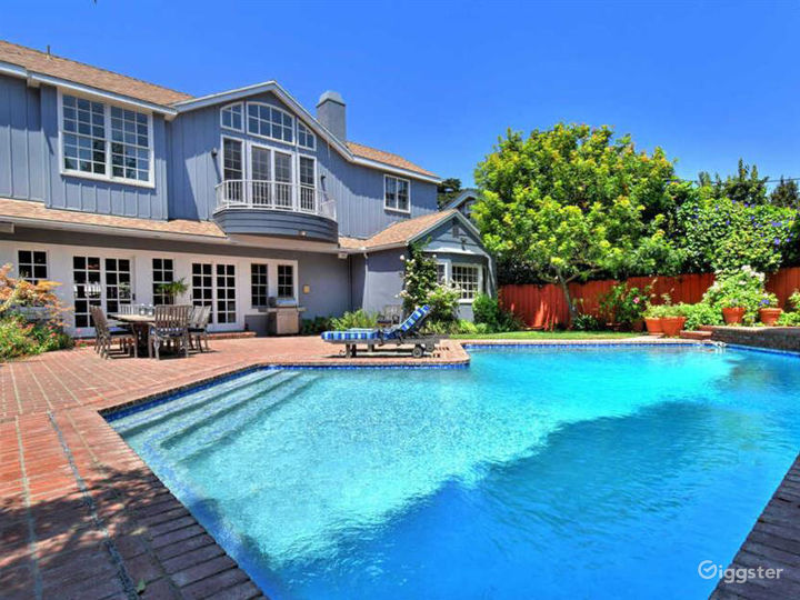 East Coast Traditional with lush private yard/pool Photo 3