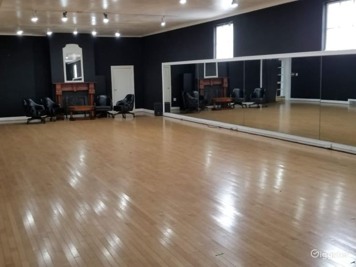Large Studio with Elegant Charm Photo 5