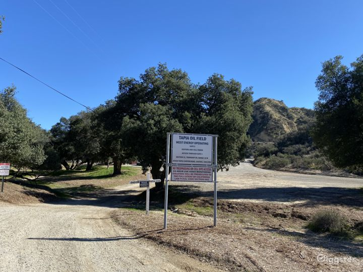 Entrance with Oaks and Arizona Crossing