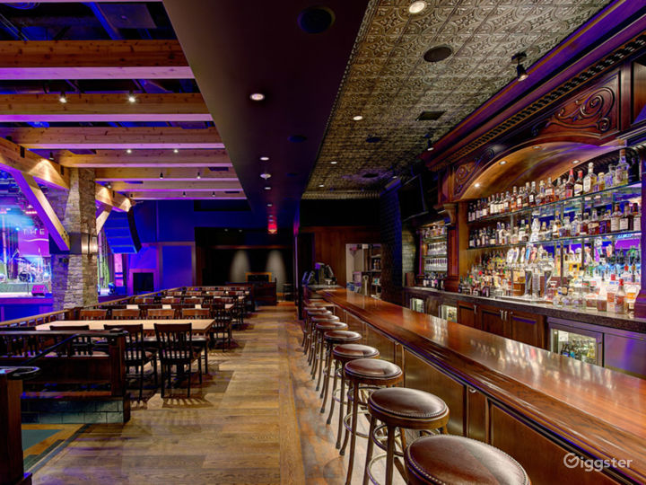 Fantastic Saloon Room in Anaheim Photo 5