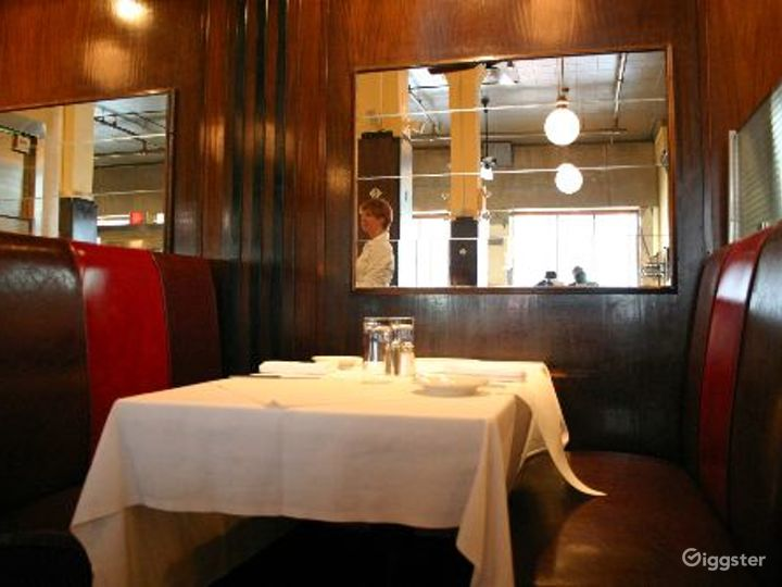 Classic NYC restaurant and bar: Location 4116 Photo 4