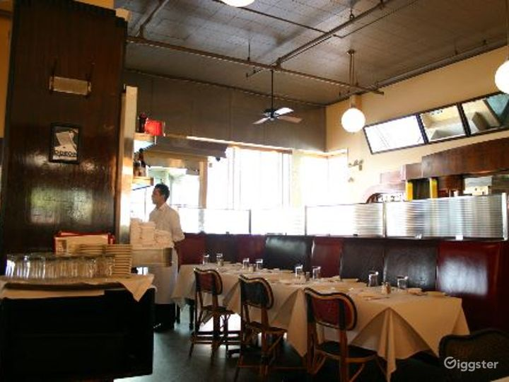 Classic NYC restaurant and bar: Location 4116 Photo 5
