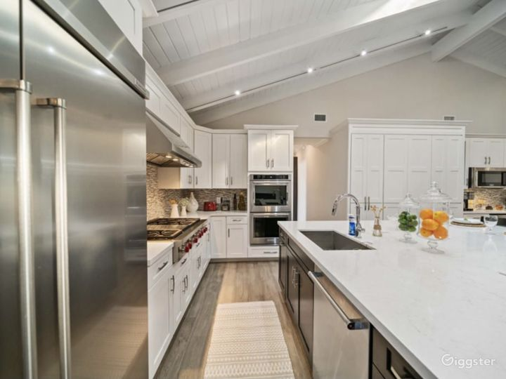Modern farmhouse with lots of entertainment  Photo 2