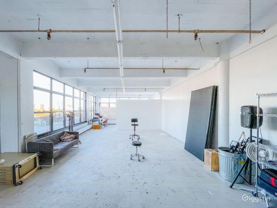 Sunlit Photo Studio with Outdoor Patio 1000 sq ft Photo 1