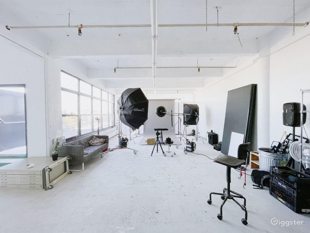 Sunlit Photo Studio with Outdoor Patio 1000 sq ft Photo 5