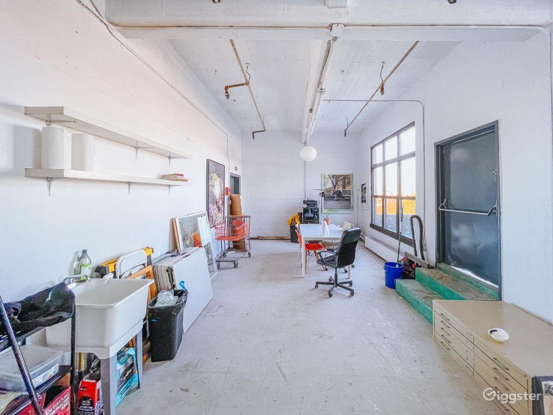 Sunlit Photo Studio with Outdoor Patio 1000 sq ft Photo 3