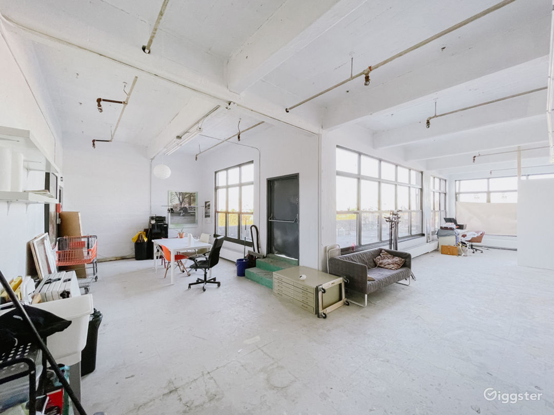 Sunlit Photo Studio with Outdoor Patio 1000 sq ft Photo 2