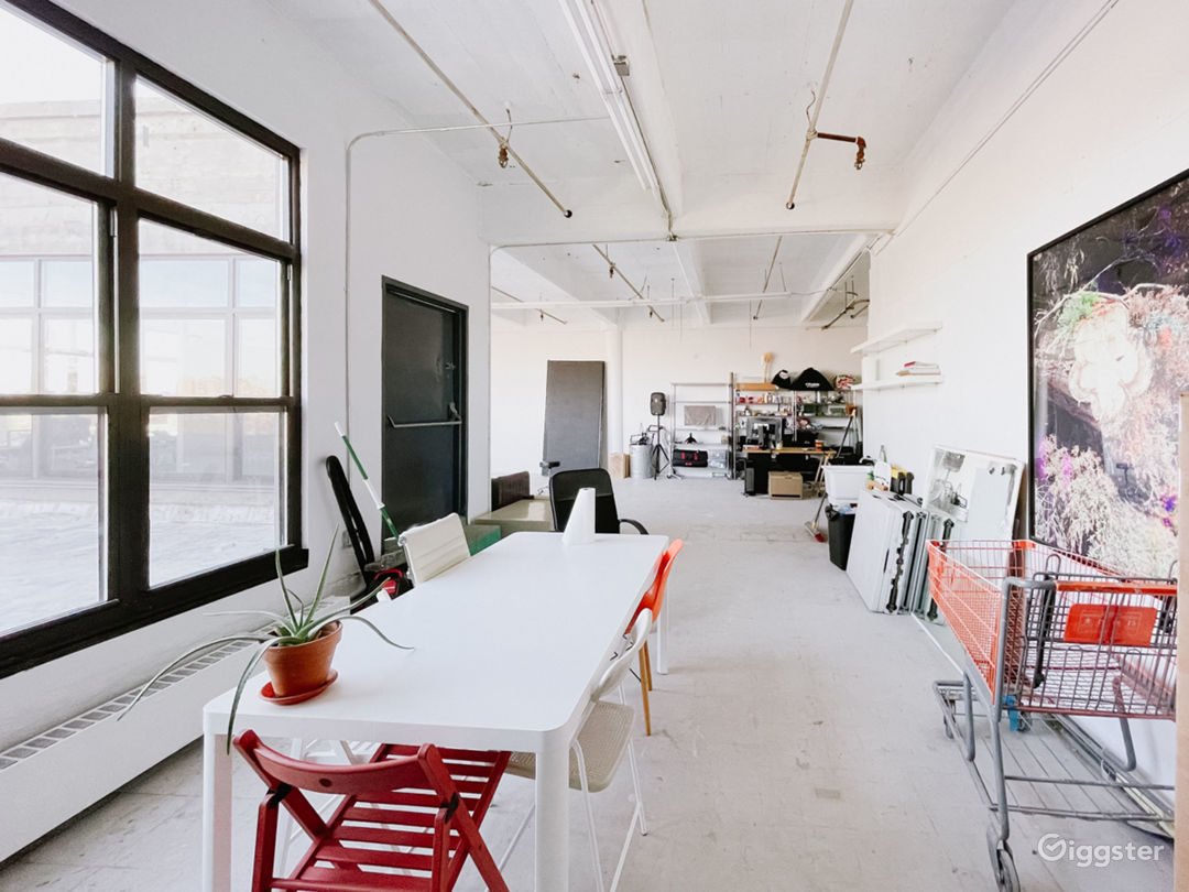 Sunlit Photo Studio with Outdoor Patio 1000 sq ft Photo 4