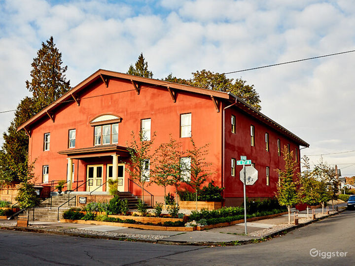 Beautiful Parlor in Portland Photo 5