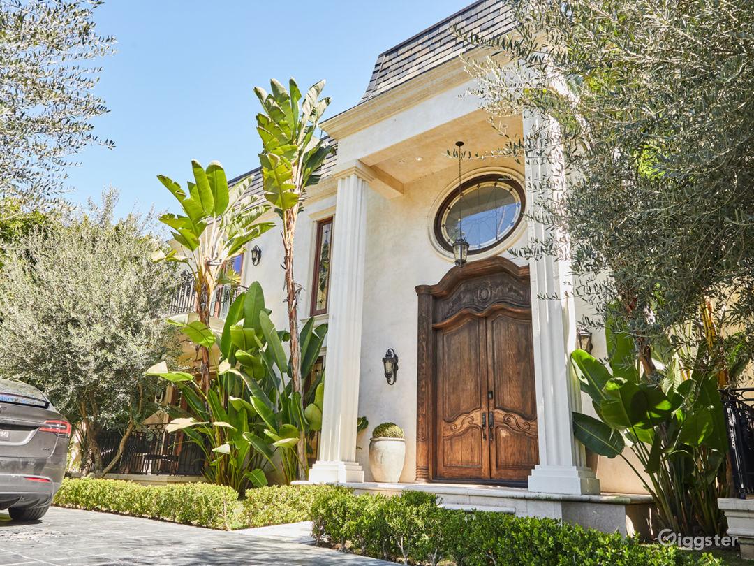 Brilliant Mansion in Beverly Hills Photo 2