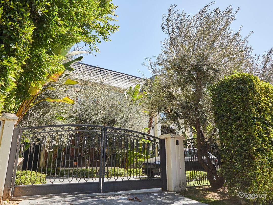 Brilliant Mansion in Beverly Hills Photo 1