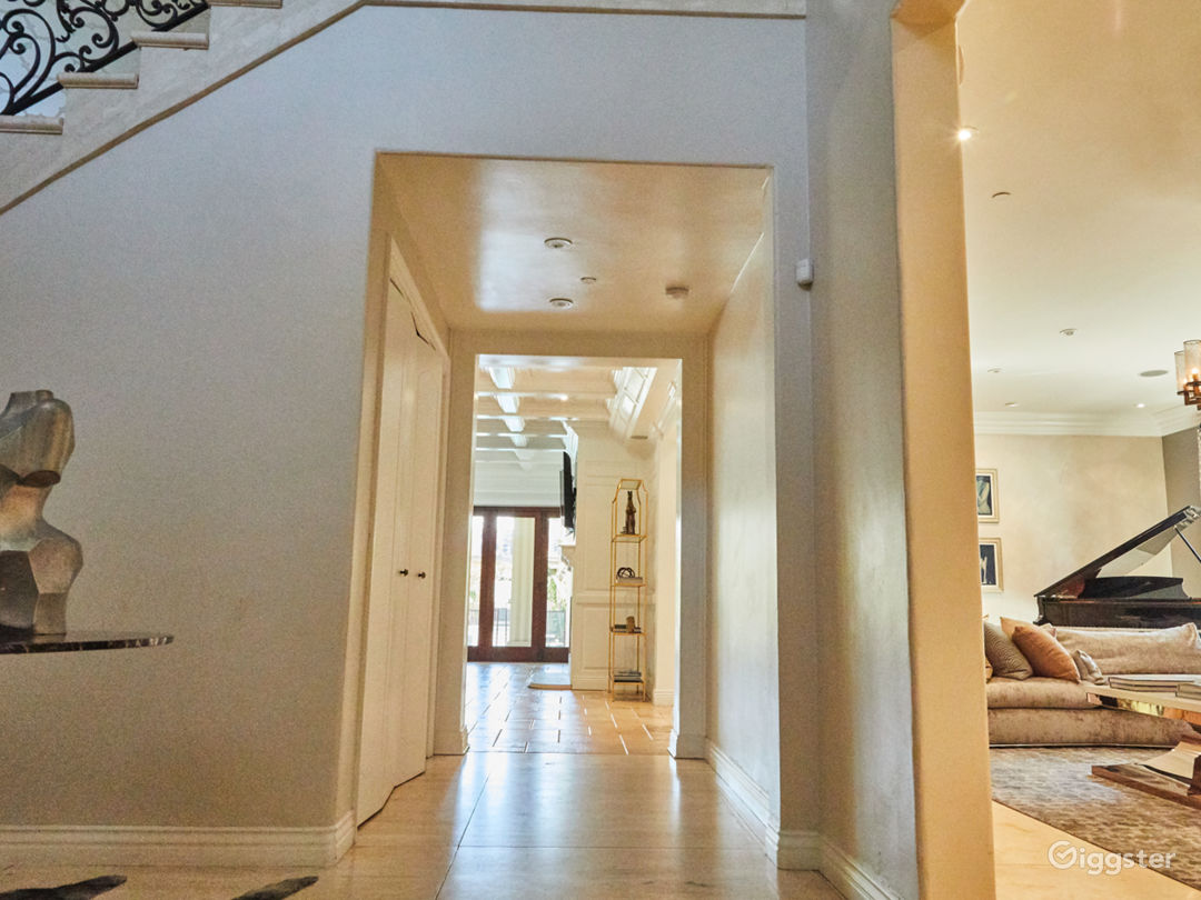 Brilliant Mansion in Beverly Hills Photo 5