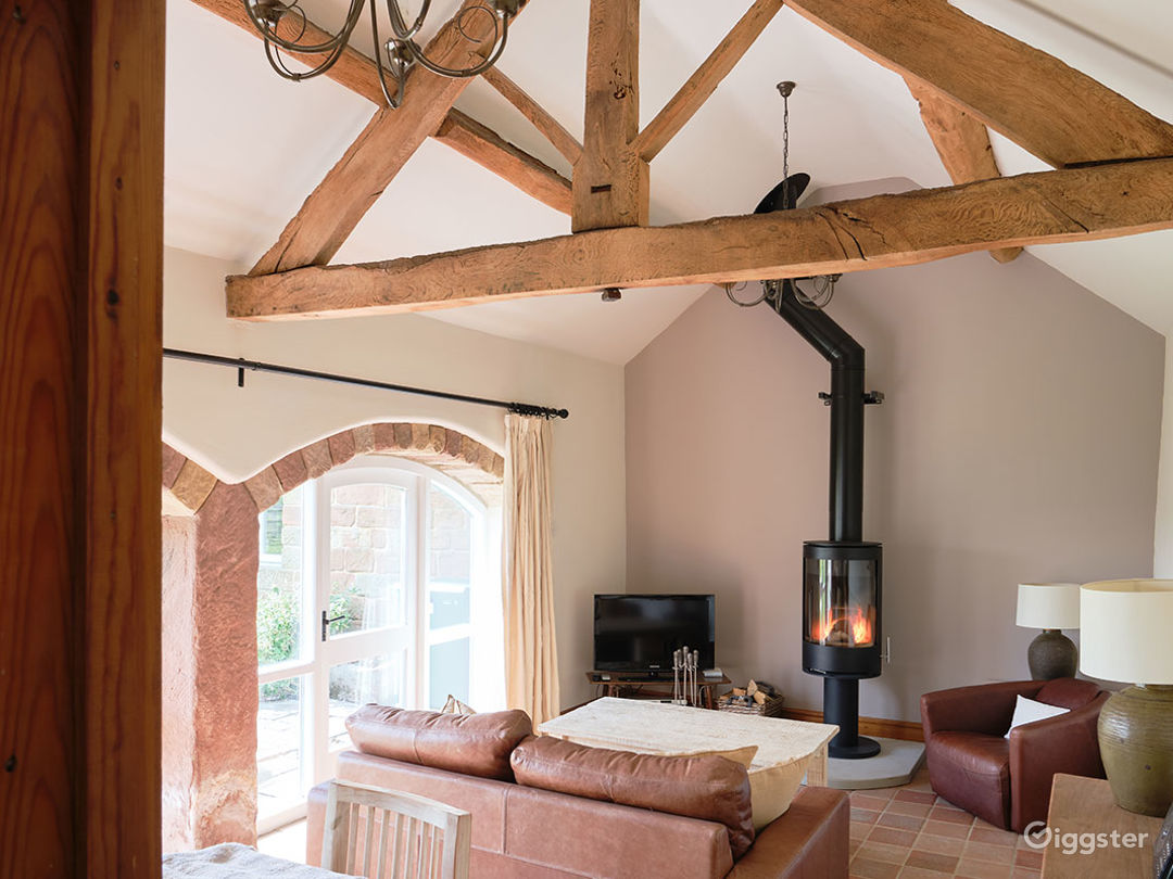 Stone Cottage with Warm and Relaxing Atmosphere Photo 1