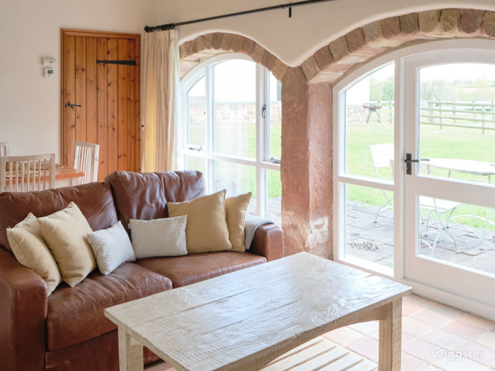 Stone Cottage with Warm and Relaxing Atmosphere Photo 4