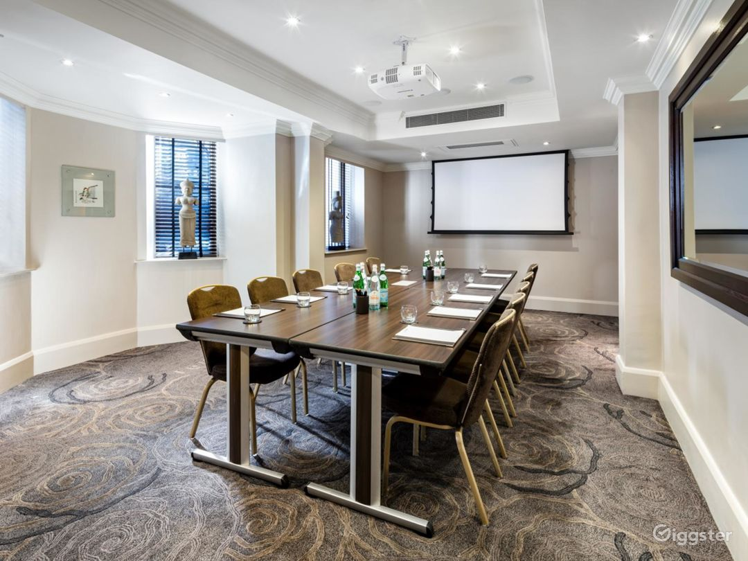 Amazing Private Room 15 in Great Russell Street, London Photo 1