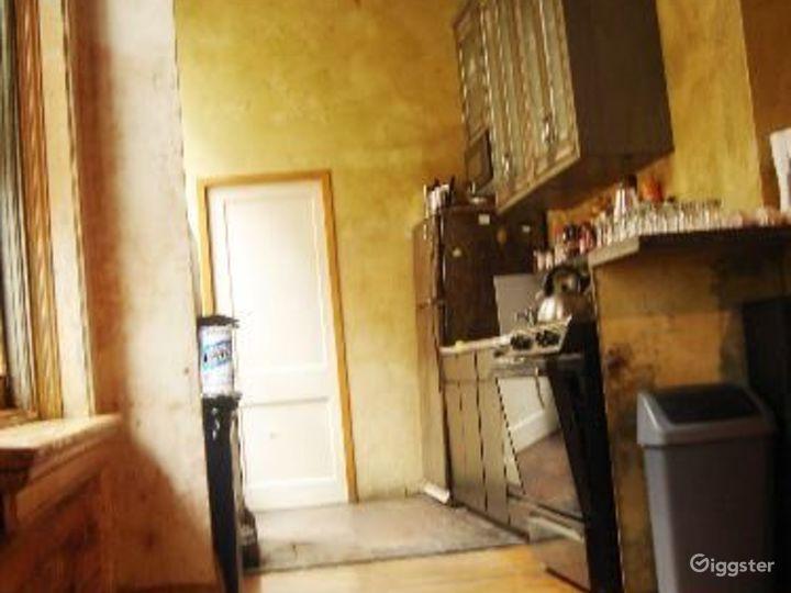 Distressed apartment: Location 2647 Photo 3