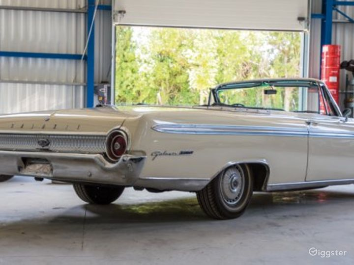 Stylish and Classic 62 Ford Galaxie Convertible Photo 3
