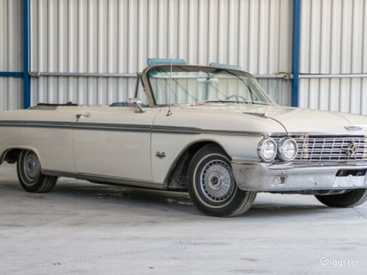 Stylish and Classic 62 Ford Galaxie Convertible Photo 2