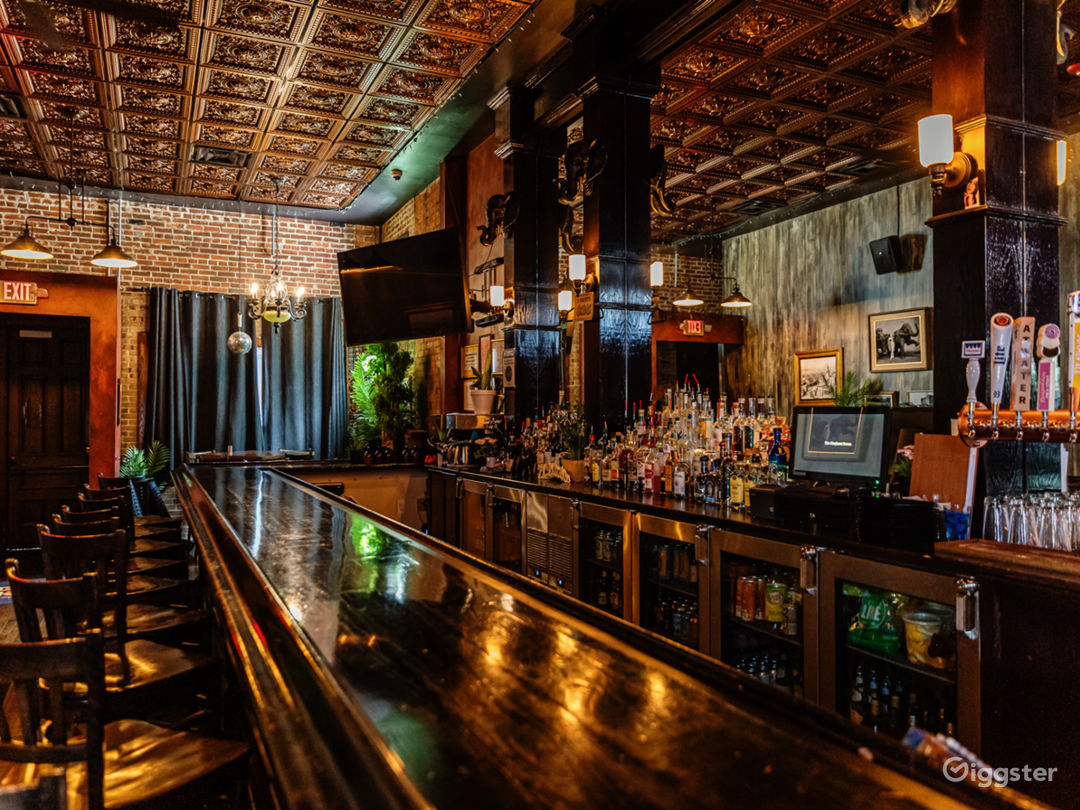 Elegant Bar with Brick Walls for Events in Detroit Photo 1