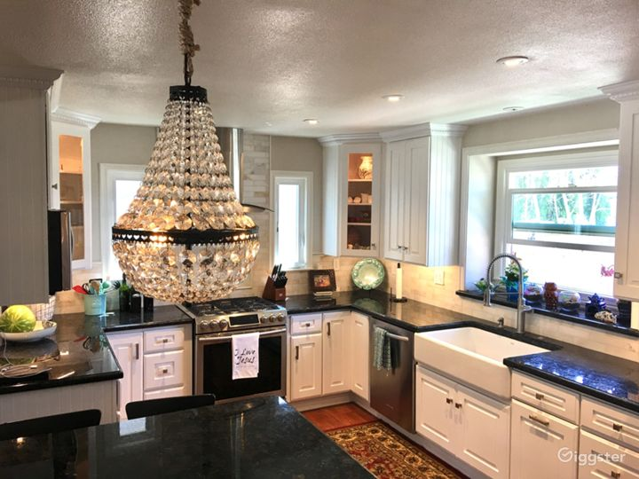 White Kitchen / Beach Cottage Photo 2