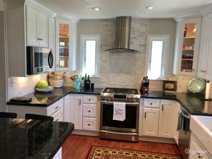 White Kitchen / Beach Cottage Photo 3