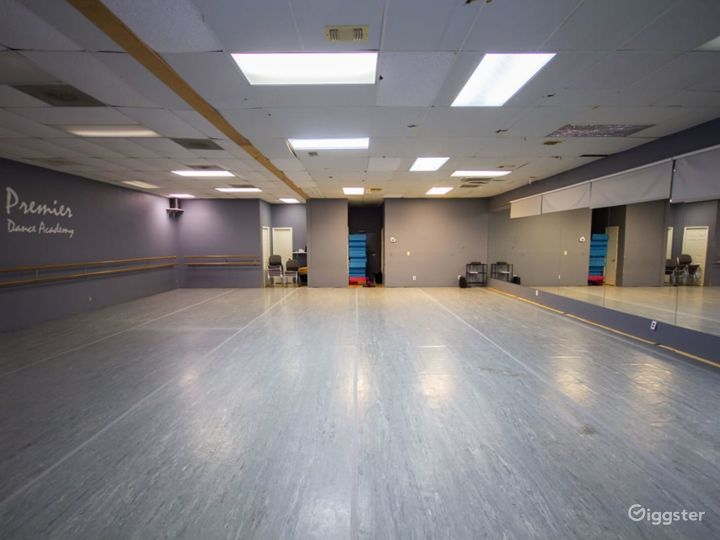 Downtown Houston's Spacious Studio Space for Classes & Events  Photo 4