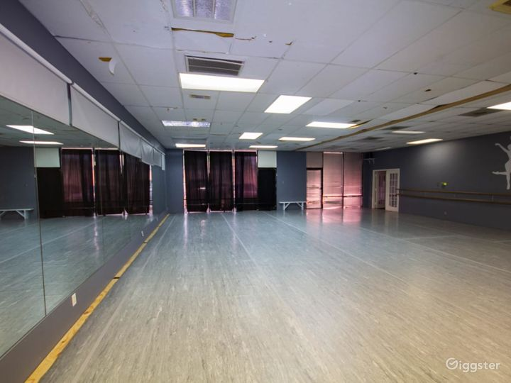 Downtown Houston's Spacious Studio Space for Classes & Events  Photo 3