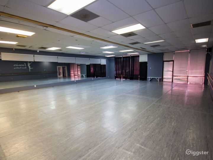 Downtown Houston's Spacious Studio Space for Classes & Events  Photo 5