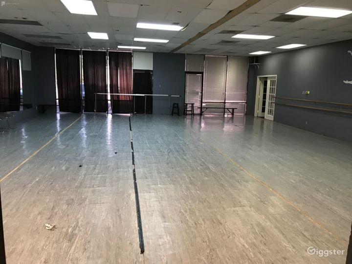 Downtown Houston's Spacious Studio Space for Classes & Events  Photo 2