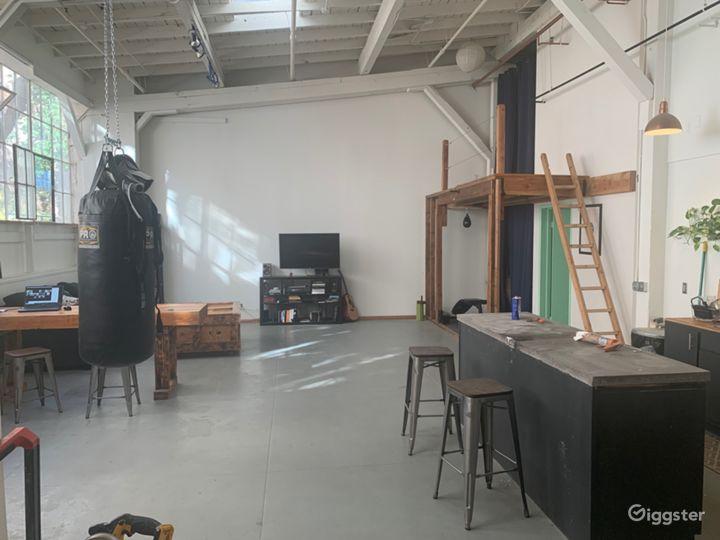 Industrial Artist/Construction Studio Photo 4