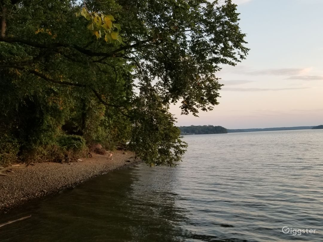 Waterfront Potomac Access near National Harbor Photo 4