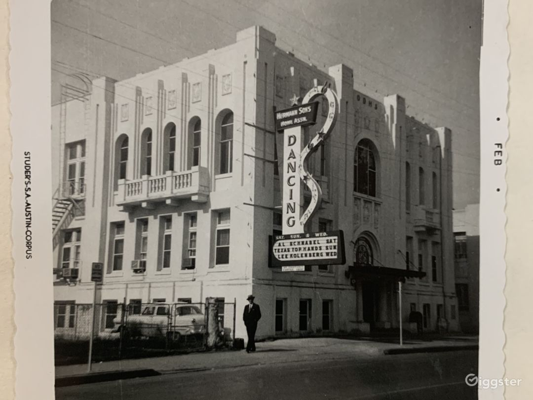 The building in the 1940s. (The Dancing sign is no longer there.)