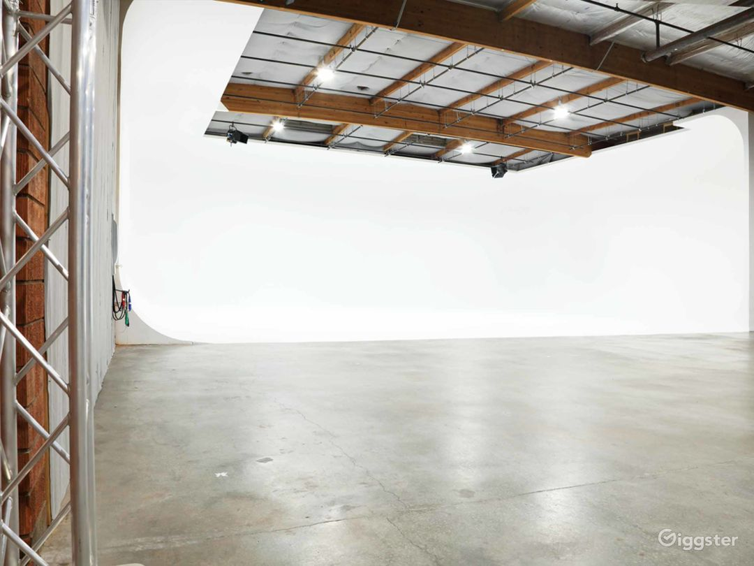 Huge 3 wall full cove cyclorama soundstage with grid. 70' wide 60' deep.