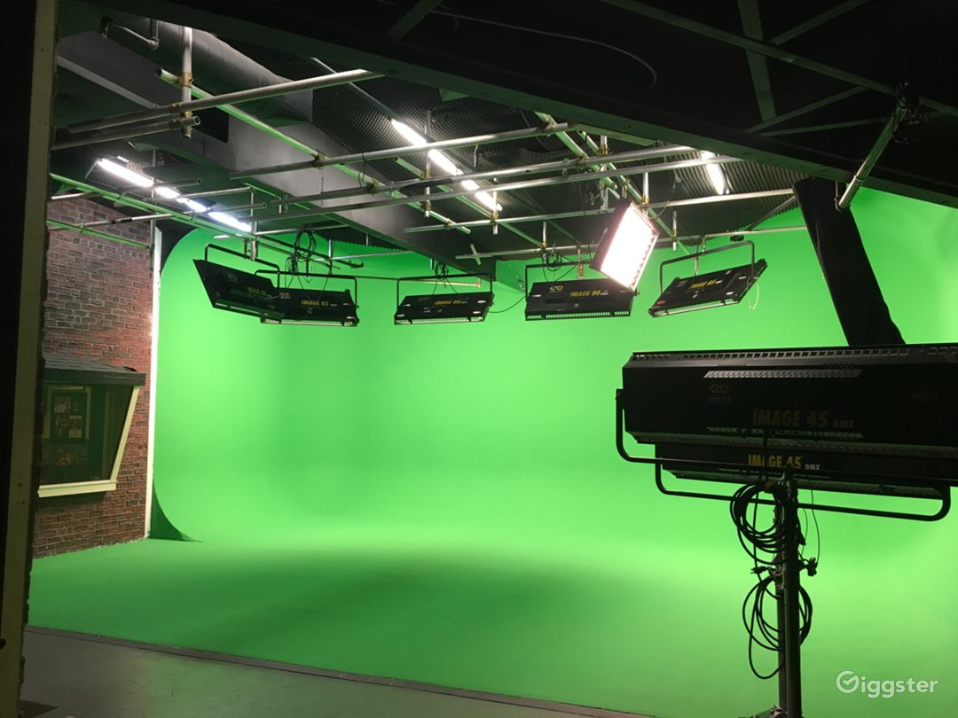 Pre-Lit Green Screen stage
