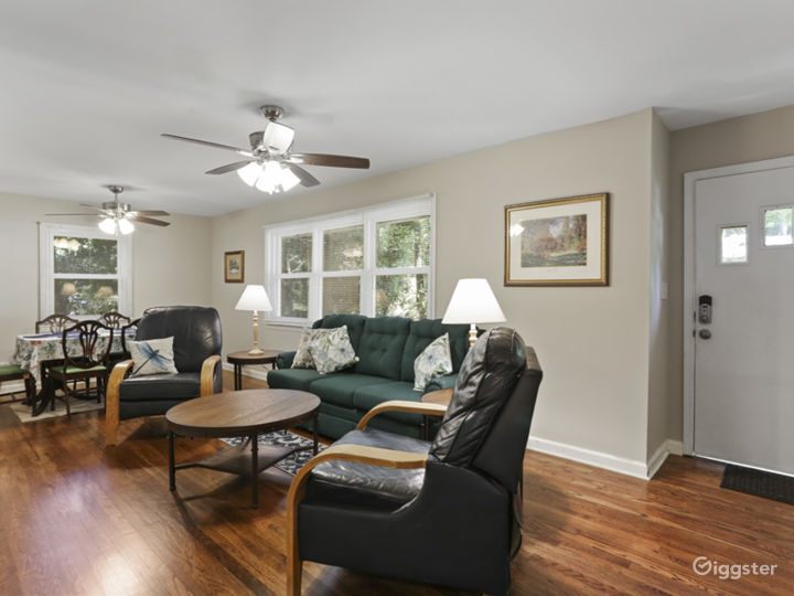Ranch Home - Beautifully Updated Photo 2