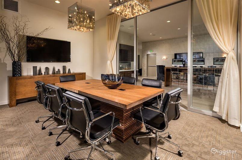 Well-kept and Snug Meeting Room in LA Photo 1